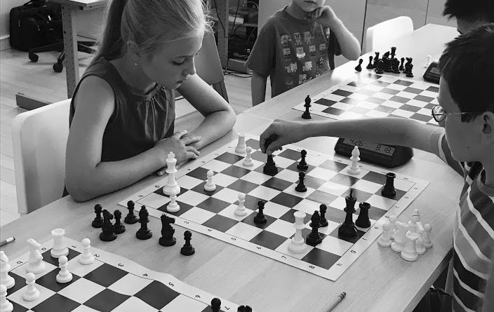 play chess against another person online for kids